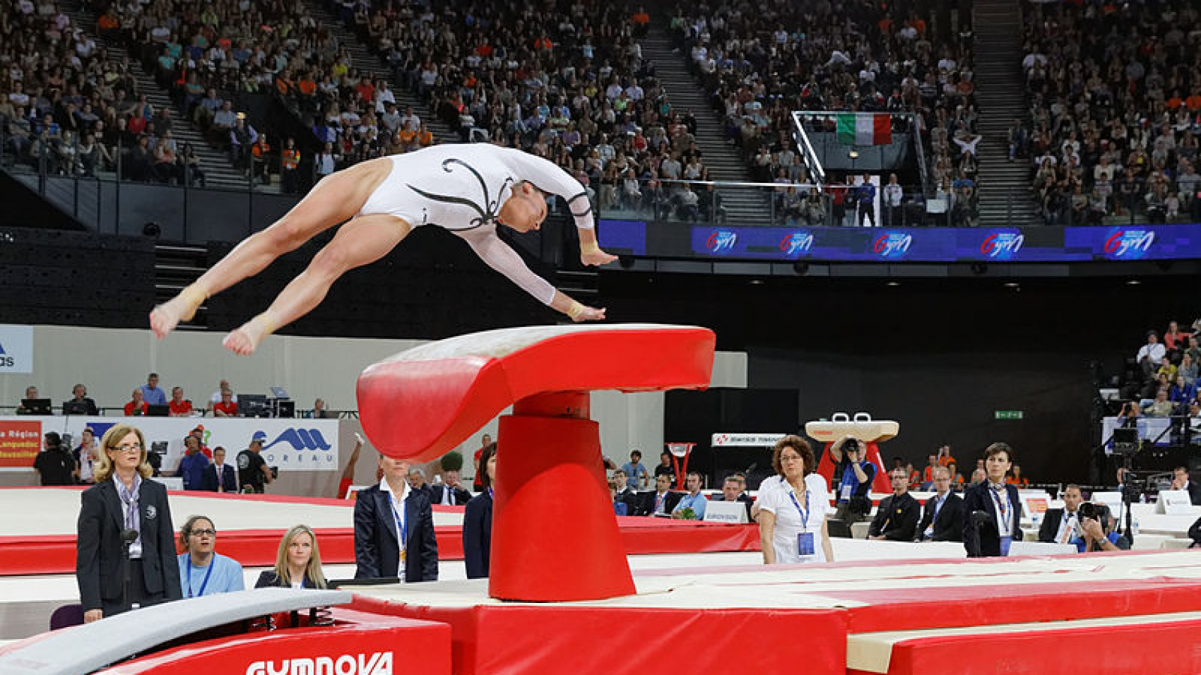 2015_European_Artistic_Gymnastics_Championships_-_Vault_-_Maria_Paseka_03